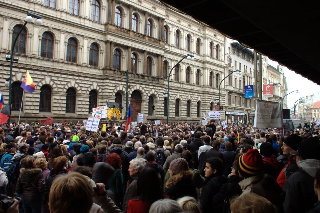 praha_narodni_trida_demonstrace_2012_dav_lidi